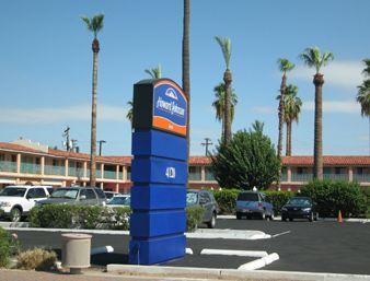 Howard Johnson Phx One Stop Parking